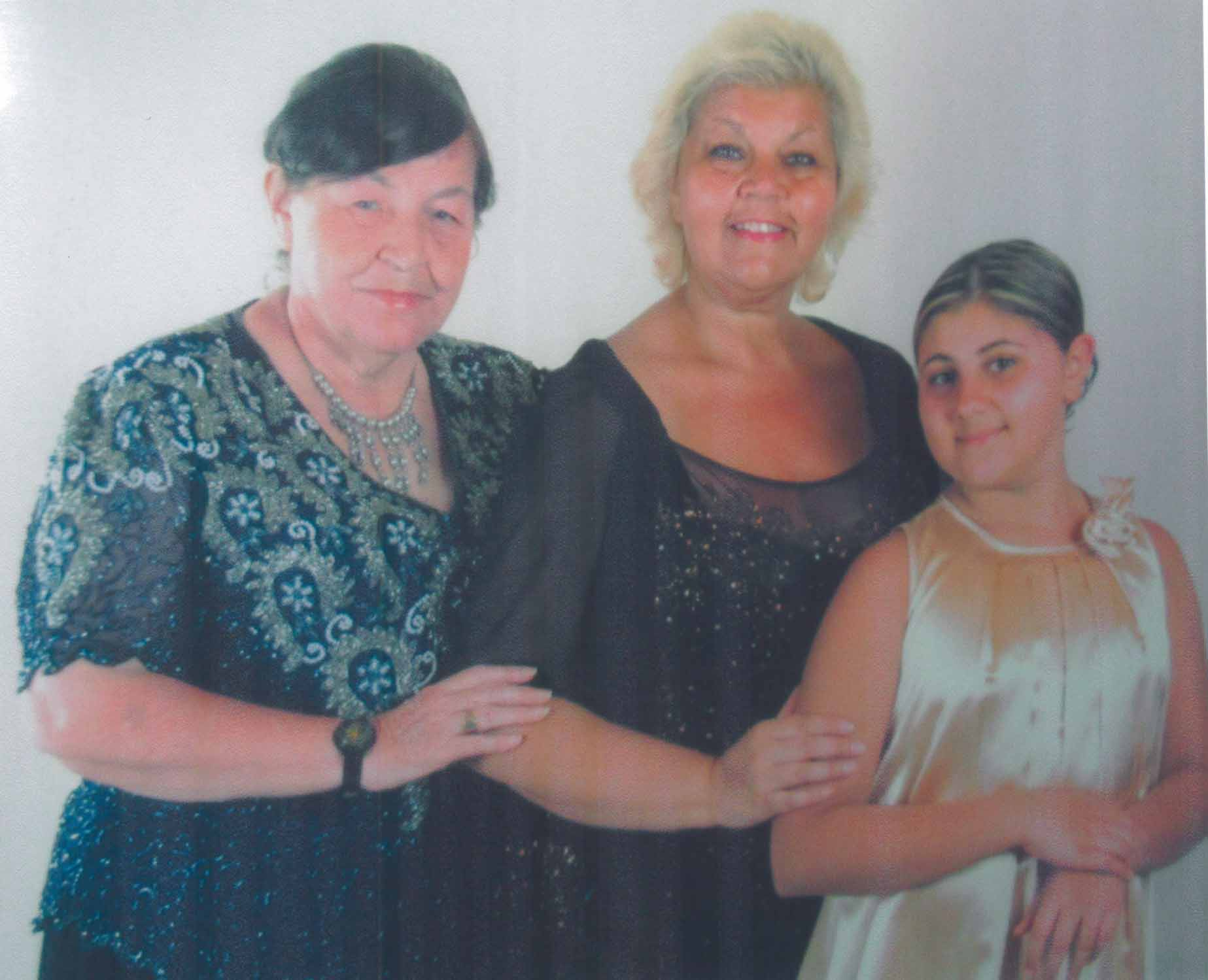 3 generations of family members (from left) Olga Dey-Thompson, daughter Onita and granddaughter Alexa.